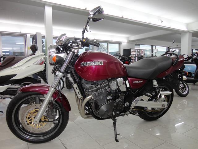 SUZUKI GSX- 750